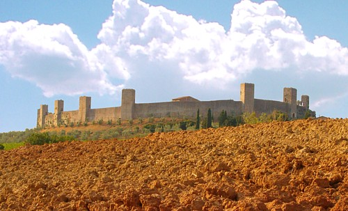 The clay soil of Tuscany (here near Monteriggioni) is rich in limonite, or hydrated iron oxide, the main ingredient of sienna pigment.