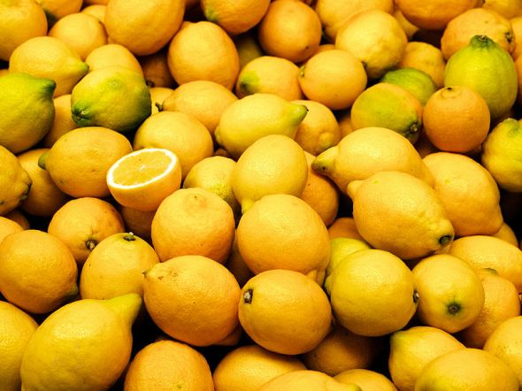 Valencia market lemons
